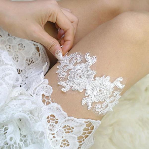 Romantic White Lace Applique Garter Simple Elegance Wedding Garter ,lace Garter Bridal Lingerie Keepsake